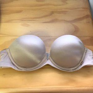 Victoria secret very sexy strapless bra. 32A
